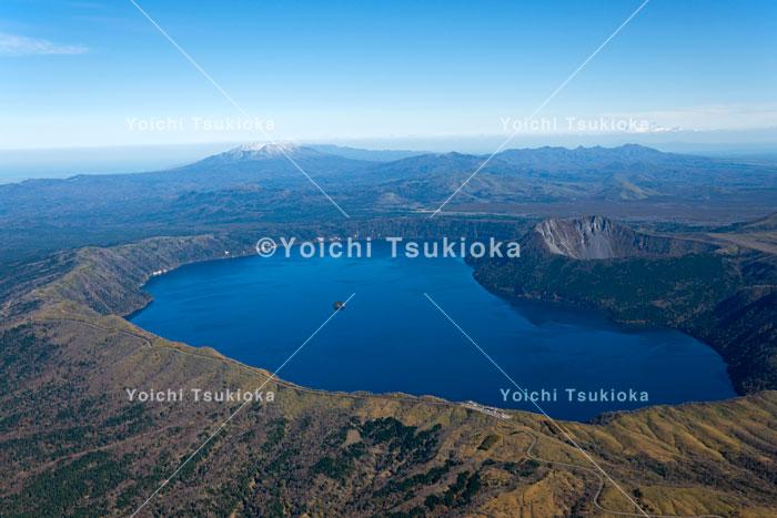 【空撮】秋の摩周湖/2012月岡陽一